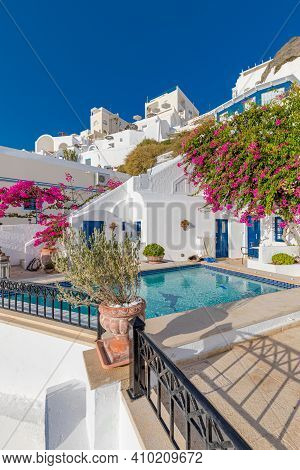 May.14.2019:  Swimming Pool With Sea View. White Architecture On Santorini Island, Greece. Beautiful