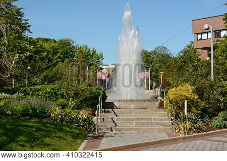 STONY BROOK, NEW YORK - 24 MAY 2015: Fountain and steps in the Fine Arts Loop on the Stony Brook University Campus.