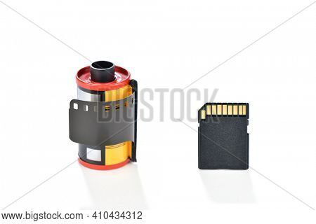 Storage medium of analog photograhy is negative film, as digital card is for digital photography