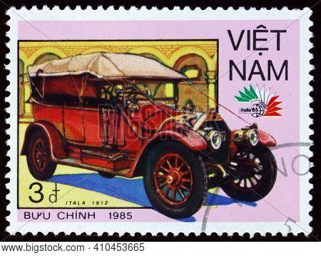 Vietnam - Circa 1985: A Stamp Printed In Vietnam Shows 1912 Itala, Vintage Italian Car, Circa 1985