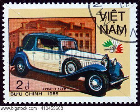 Vietnam - Circa 1985: A Stamp Printed In Vietnam Shows 1930 Bugatti, Vintage Italian Car, Circa 1985