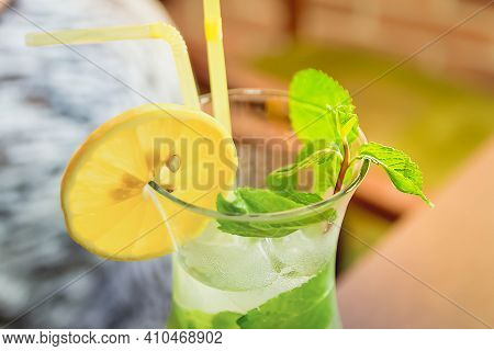 Close-up And Selective Focus Of Mint Leaves In A Mojito Glass. The Concept Of Delicious And Non-alco