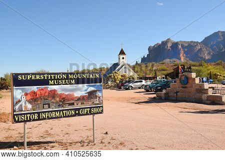 APACHE JUNCTION, AZ - DECEMBER 8, 2016: Superstition Mountain Museum Sign. The 15 acre site is a popular tourist attraction featuring the Elvis Memorial Chapel.