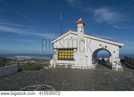 Small White Tourist Bulding At Peak Pico De Bandama With Aerial View Of Capital City Las Palmas With