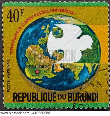 Republic Of Burundi - Circa 1974: Postage Stamp Carrier Pigeon And Globe Printed In Republic Of Buru