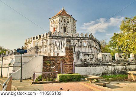Bankok, Thailand, December 2011: Phra Sumen Fort In Bangkok Thailand On Thanon Phra Sumen Road And S