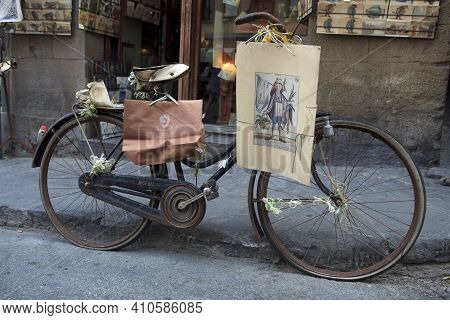 Firenze, Italy - April 21, 2017: An Old Black Bicycle In Florence, Firenze, Tuscany, Italy