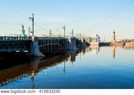 St Petersburg, Russia - April 5, 2019. Palace Bridge Over The Neva River In St Petersburg Russia, Va