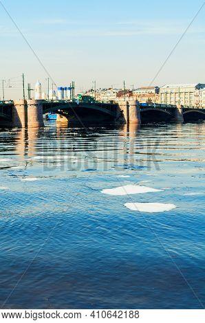 St Petersburg, Russia - April 5, 2019. Exchange Bridge And The Neva River In Saint Petersburg,russia