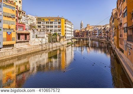 Medieval Houses On The Banks Of The River Onyar, And The Pont De Sant Agusti, Girona, Catalonia, Spa