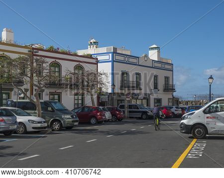 Puerto De Mogan, Gran Canaria, Canary Islands, Spain December 18, 2020: Car Parking At Main Road Lea