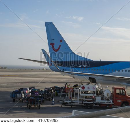Las Palmas De Gran Canaria, Canary Islands, Spain December 26, 2020: Unloading Luggage From Tui Airl