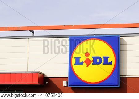 Bordeaux , Aquitaine France - 02 25 2021 : Lidl Sign Logo And Brand Text On Wall Store German Global
