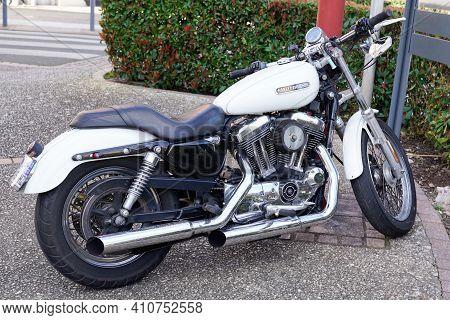 Bordeaux , Aquitaine France - 02 25 2021 : Harley-davidson Sportster Roadster Motorbike With Logo Si