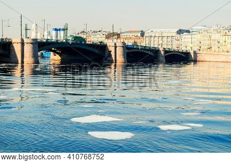 St Petersburg, Russia - April 5, 2019. Exchange Bridge Over The Neva River In Saint Petersburg,russi