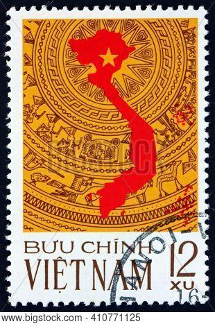 Vietnam - Circa 1976: A Stamp Printed In Vietnam Shows Map Of Vietnam, Reunification Of Vietnam, Cir