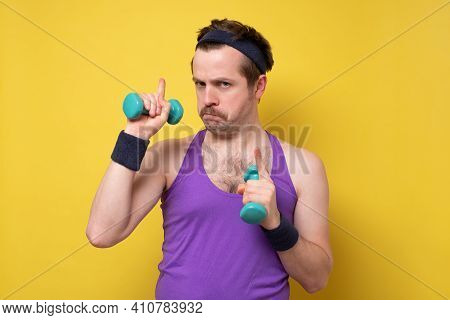 Man Say Eureka As Gasping And Give Advice, Lighten With Amazing Idea, Holding Dumbbells