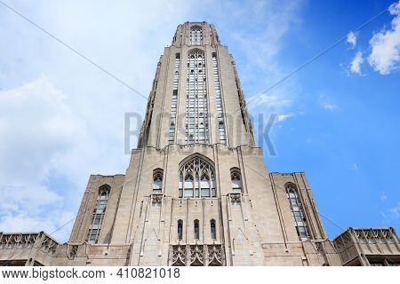 Pittsburgh, Usa - June 30, 2013: Cathedral Of Learning Building View In Pittsburgh. The Main Buildin