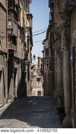 Toledo, Spain, July 2020 - A Narrow Passage In The City Of Toledo, Spain