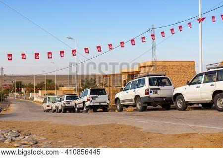 Sahara Desert, Tunisia - 28 October, 2019: Tourist Excursion Jeeps Of Toyota Land Cruiser Parked On