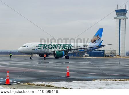 New Castle, Delaware, U.s.a - February 14, 2021 - The Frontier Airlines Plane On The Runway During A