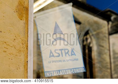 Bordeaux , Aquitaine France - 02 25 2021 : Astra Logo And Text Sign In Windows Shop Communications S