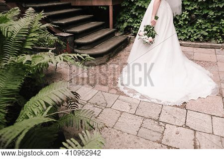 The Bride And Fern. The Bride In The Botanical Garden. Bride's Bouquet