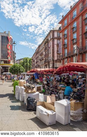 Strasbourg, France - July 29, 2017: Market Stall With Sellers And Customers During The Grande Brader