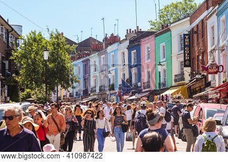 June 30, 2018: Portobello Road Market, The Worlds Largest Antiques Market Located At Hotting Hill, L