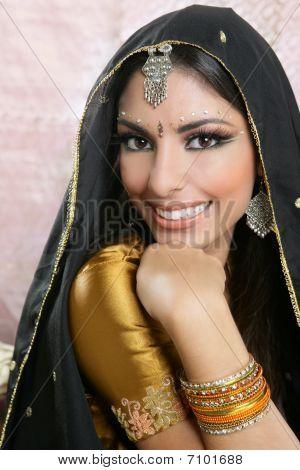 Красивая брюнетка индианки портрет
