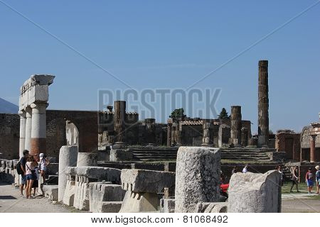 Pompei Roman Forum, with people