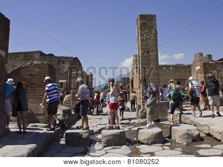 People Walking In Pompei Archaelogical Site