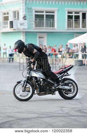 Stunt Rider On A Sport Bike ,on A Stunt Battle