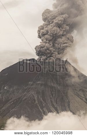 Tungurahua Volcano Powerful Eruption.