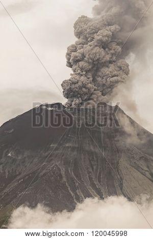 Tungurahua Volcano Powerful Eruption.