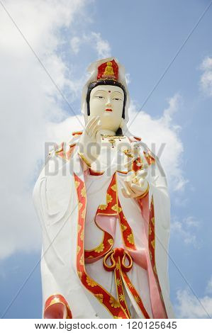 Statue of Guanyin in wat Saman Rattanaram