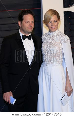 LOS ANGELES - FEB 28:  Max Handelman, Elizabeth Banks at the 2016 Vanity Fair Oscar Party at the Wallis Annenberg Center for the Performing Arts on February 28, 2016 in Beverly Hills, CA