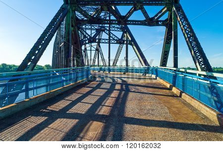 U.S.A., Missouri, St Louis area, Route 66, the old Chain of Roks bridge on the Mississippi river.