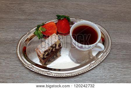 Strawberry  Cake And  Tea Latte