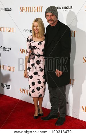NEW YORK-OCT 27: Actors Naomi Watts (L) and Liev Schreiber attend the 'Spotlight' New York premiere at Ziegfeld Theatre on October 27, 2015 in New York City.