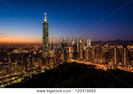 View Of The Taipei Skyline And Taipei 101 At Sunset, From Elephant Mountain, In Taipei, Taiwan.