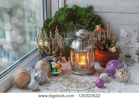 Christmas decorations in the window on the eve of Christmas (products of mass production)