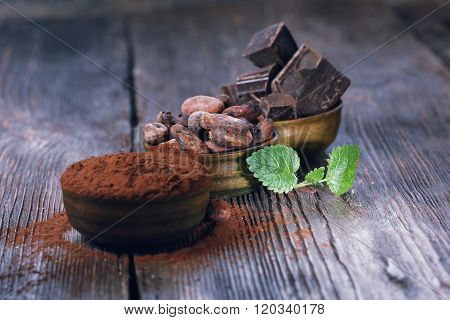 Dark chocolate pieces, cocoa powder and cocoa beans