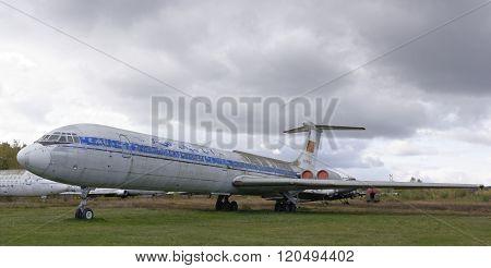 Il-62- The First Soviet Jet Passenger Aircraft (1963) .max.speed, Km / H-870