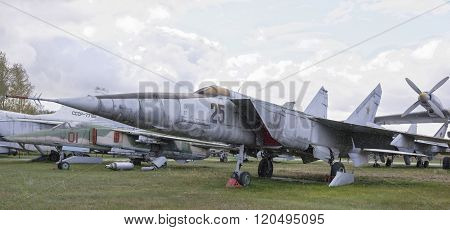 Mig-25 Rb- Rekonnaissance-bomber(1964).max.speed,km/h-3000  (snowing)