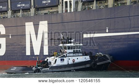 Cma Cmg Benjamin Franklin Departing The Port Of Oakland
