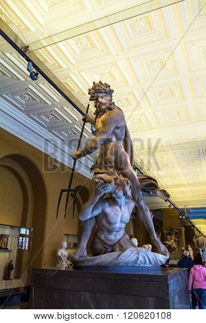 Neptune & Triton sculpture by Bernini