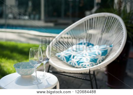 Two Wineglasses Wand Sunbed