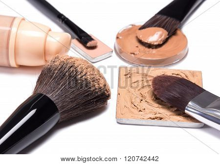 Basic Makeup Products To Create Beautiful Skin Tone
