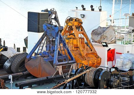 Scoop Of Cargo Crane